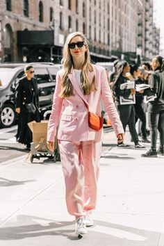 Curious as to how to ensure your pastel outfits look cool? See our edit of the best street style–inspired looks incorporating pastel pieces. Cool Street Fashion, Street Chic, Paris Fashion, Girl Fashion, Street Style, Fashion Outfits, Fashion Black, Fashion Ideas, Pastel Outfit