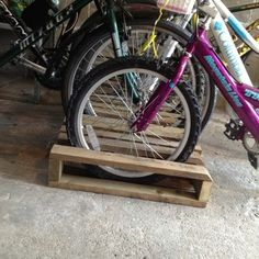 Brilliant pallet bike rack