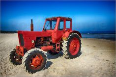 Poster-Leinwandbild-Traktor-am-Meer-Filtergrafia