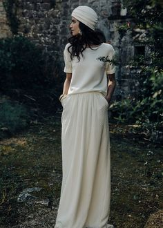 A slightly different outfit that is an absolute alternative to the princess dress - Brautkleid Vintage - Hochzeitskleid Plain Wedding Dress, Casual Wedding, Rustic Wedding, French Wedding, Elegant Dresses, Vintage Dresses, Bridal Gowns, Wedding Gowns, Look Fashion