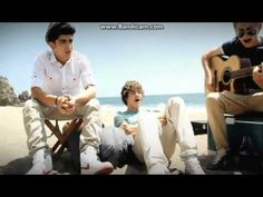 1D cover of I'm Yours(: So funny but still soooo good(: Niall totally owned this song by the way. Just saying(: