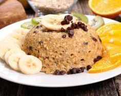 Bowl cake with oat flakes, banana and chocolate chips: www.fourchette-and . - Bowl cake with oat flakes, banana and chocolate chips: www.fourchette-and . Breakfast On The Go, Breakfast Cake, Paleo Breakfast, Healthy Dessert Recipes, Cake Recipes, Diet Desserts, Bowl Cake, Vegan Chocolate, Chocolate Oatmeal