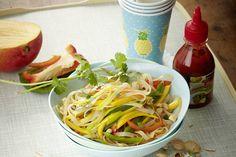 Das Rezept für Glasnudelsalat mit Mango und pikantem Limettendressing mit allen nötigen Zutaten und der einfachsten Zubereitung - gesund kochen mit FIT FOR FUN