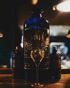 Gin Gin Supermagnum 10l  drží svetový rekord ako najväčšia fľaša ginu.  @thevelvetbratislava  @localtastepopupdinner2020 Photocredit: Katarína Slesarová . . . #gingin #slovenskygin #bratislava #gin #ginlove #slovakgin #premiumgin #drygin #distillery #madeinslovakia #slovakia #slovensko #drinksporn #spirit #ginlovers #instapic #pictureoftheday #praveslovenske #cork #design #elderflower #botanical #quince #mixology #barscene #cobaltblue #juniper #bottledesign #botanicals #ginlove… Elderflower, Bratislava, Distillery, Cobalt, Gin, Whiskey Bottle, Cork, Spirit, Scene