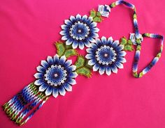 Huichol Beaded Flower Necklace van Aramara op Etsy