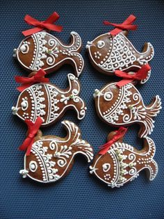 Rybiček není nikdy dost ( My translation - here ,fishy fishy . Fish Cookies, Biscuit Cookies, Easter Cookies, Gingerbread Decorations, Christmas Gingerbread, Gingerbread Cookies, Royal Icing Cookies, Cake Cookies, Cookie Company