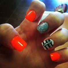 Image via Neon orange nail art design Orange Nail Art, Neon Orange Nails, Orange Nail Designs, Cute Nail Designs, Get Nails, Love Nails, How To Do Nails, Pretty Nails, Hair And Nails