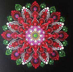 Se trata de un 12x12x.75 en la lona. Pintado a mano con pinturas acrílicas. Este diseño está inspirado en la Dalia, con su hermosa forma y colores. Cada cuadro está adornado con cristales de Swarovski para mayor brillo y color. Cada lienzo se ha tratado con un final claro para proteger la pintura y lienzo de agua u otros líquidos.