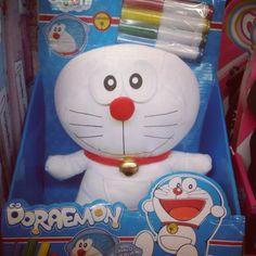 Un #Doraemon para colorear... Me pregunto de qué color acabará :p #peluches #pelucheando