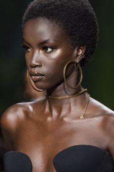Versace at Milan Fashion Week Spring 2020 - Black women Beautiful Dark Skinned Women, Beautiful Black Women, Black Girl Magic, Black Girls, Versace, Dark Skin Girls, Dark Skin Beauty, Black Girl Aesthetic, Black Models