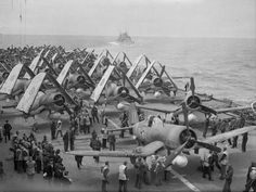 Fleet Air Arm Chance-Vought Corsair fighters, with Fairey Barracuda torpedo bombers behind, ranged on the flight deck of HMS FORMIDABLE, off Norway. Aircraft Photos, Ww2 Aircraft, Military Aircraft, Fighter Pilot, Fighter Jets, Royal Navy Aircraft Carriers, F4u Corsair, Ww2 Planes, Flight Deck