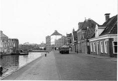 Groningen<br />De stad Groningen: Het Winschoterdiep o.z. 1956 gezien naar het noorden met links het einde van de Griffestraat