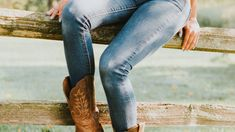 Italian Word of the Day: Stivali How to use it? In Texas, tutti portano stivali! in Texas, everyone wears boots! (portare in this case means to wear) Stress is on the Second syllable, the A is long and open Sti-VA-li . Italian Words, I Wish I Knew, Word Of The Day, Baby Boy Fashion, Riding Boots, Skinny, Legs, Instagram Posts, How To Wear