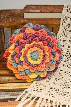 Crocheteiras e crocheteiros no plantão, bom dia!  Hoje trouxe uma super dica da Círculo  lindas peças para fazer com apenas um novelo de lin...