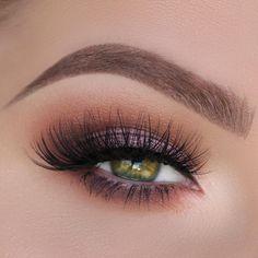 Hai bisogno di idee make up per occhi verdi? In questo articolo ti presento 4 idee da copiare, spiegate passo passo!