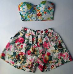 Floral bandeau ; shorts ; fashion