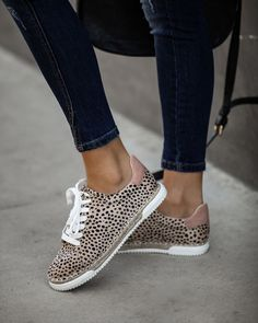 Find Your Perfect Pair Of Shoes – Some Advice For Your Next Purchase – Shoes Tennis Shoes Outfit, On Shoes, Casual Shoes, Dress Shoes, Casual Sneakers, Espadrille Sneakers, Espadrilles, Faux Leather Belts, Courses