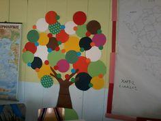 My dot pin tree.l'll use it as announcement board in my class! Back To School Art, Art School, Paper Art, Announcement, Kai, Book Art, Dots, Classroom, Crafty