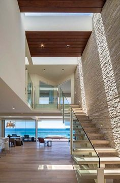 Weekend house built over the waves and sand of Malibu Beach by by Mark Dziewulski Architect / TechNews24h.com