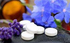 (Zentrum der Gesundheit) - Hier finden Sie eine Übersicht der Schüssler Salze einschl. Anwendungsgebiete. Schüßler-Salze werden als homöopathisch aufbereitete Mittel in Tablettenform angewendet. Die Mineralstoffe werden über die Mundschleimhaut vom Körper aufgenommen. Für jedes Salz gibt es eine sogenannte Regelpotenz.