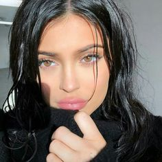 Untold truth about kylie jenner. Kylie jenner in real life. If there's one member of the Kardashian-Jenner family who doesn't need an Kylie Jenner Fotos, Kylie Jenner Lipstick, Kylie Jenner Instagram, Kendall Jenner, Kylie Jenner Pictures, Kendall And Kylie, Kylie Jenner Long Hair, Kylie Jenna, Kylie Snap