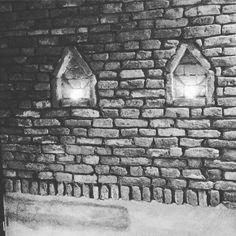 Gezicht in de muur