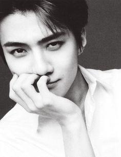 exo sehun - he looks like he has a secret he's not telling lol Chanbaek, Exo Ot12, Kpop Exo, K Pop, Kpop Love, Got7, Kai, Chanyeol Baekhyun, Sehun Hot