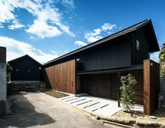 道路側の外観 Japanese Modern House, Japanese Home Design, Japanese Architecture, Contemporary Architecture, Architecture Design, Contemporary Design, Timber Cladding, Exterior Cladding, House Yard