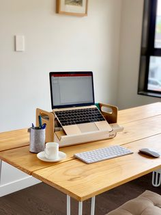 Make any space an office space. Exterior Design, Interior And Exterior, Office Free, Office Gadgets, Home Office Storage, Cool Gadgets To Buy, Ad Hoc, Laptop Stand, Office Workspace