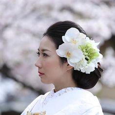 【studiotvbkyoto】さんのInstagramをピンしています。 《白無垢でしっとり。 胡蝶蘭で大人っぽく。 スタジオTVB京都 d_weddingphoto hairmake:megumi Takeuchi #プレ花嫁 #前撮り #京都 #ウェディング #和装 #ロケーションフォト#岡崎#weddingphoto #bridal #bridalphotography #Kyoto#instagramjapan #スタジオtvb #スタジオ#Japan #location #色打掛#結婚写真 #カップル#夫婦#カメラ#写真#家族#ポートレイト#like4like#l4l#桜#家族#写真好きな人と繋がりたい#プレ花嫁#結婚式》