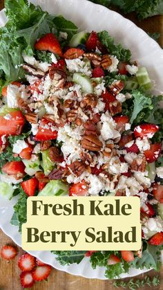 Healthy Dishes, Healthy Salad Recipes, Healthy Eating, Healthy Tips, Vegan Recipes, Berry Salad, Kale Salad, Soup And Salad, Diet Lunch Ideas