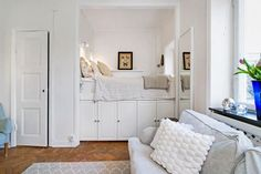 55 Brilliant Smart Studio Apartment Decoration Ideas - Page 6 of 55 Studio Apartment Bed, Tiny Studio Apartments, Apartment Design, Student Apartment Decor, Apartment Decoration, Apartment Balcony Decorating, Tiny Spaces, Small Rooms, Bunk Beds Built In