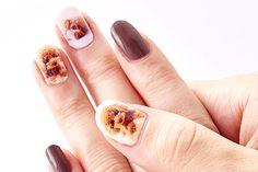 Now this is a unique nail art idea: printed! Brown Nail Art, Brown Nails, Nail Art Pictures, Nail Art Images, Nail Manicure, Toe Nails, Shellac Nails, Nail Polish, Design Tutorials