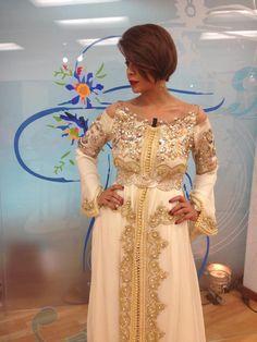 caftan marocain porté par leila hadioui Plus de découvertes sur Le Blog des Tendances.fr #tendance #mode #blogueur