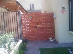 PERGOLAS Y QUINCHOS Outdoor Kitchen Design, Patio Design, Blessed Mother, Backyard Patio, Bbq, Garage Doors, Cases, Outdoor Decor, Gardens