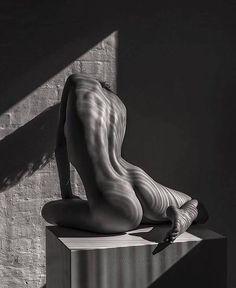 "600 Likes, 12 Comments - The Art of Mehndi&Erotic Henna (@ginkas_arts) on Instagram: ""Руки-ноги вам неинтересно уже, ладно, вот пожалуйста более популярные места. #ginkaserotic жаль хна…"""