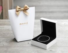 """nice Upscale Black White Bronzing """"Merci"""" Candy Bag French Thank You Wedding Favors Gift Box Package Birthday Party Favor Bags Wedding Favors And Gifts, Wedding Favor Boxes, Wedding Candy, Party Favor Bags, Wedding Paper, Gift Bags, Cake Wedding, Candy Gift Box, Candy Boxes"""