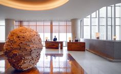 Visit the official site of the elegant Park Hyatt Guangzhou Hotel. Stay near the historic Pearl River in our luxury hotel. Reception Counter Design, Hotel Meeting, Hotel Lounge, Lobby Design, Design Design, Guangzhou, Hotel Reviews, Luxury Travel, Beautiful Places