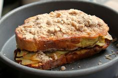 f0o0od:    Apple Crumb Cake French Toast