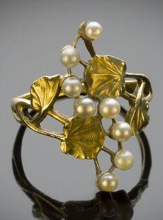 An Art Nouveau pearl and gold ring, circa 1900. #ArtNouveau #ring