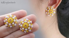 How to make beaded stud earrings MATERIALS: - seed beads colors) - pearls - round beads - stud earring findings - glu. Seed Bead Earrings, Diy Earrings, Flower Earrings, Seed Beads, Stud Earrings, Beaded Rings, Beaded Bracelets, Spring Nail Colors, Spring Nails