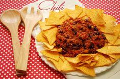 Chili con carne sau pur si simplu chili este o reteta culinara clasica, respectiv un fel de tocanita mai mult sau mai putin picanta, in …