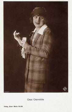 Ossi Oswalda. German postcard by Ross Verlag, Berlin, no. 1050/1, 1927-1928. Photo: Ufa.