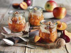 Pflaumen-Apfel-Grütze mit Walnüssen und Vanillesoße - ein wunderbares Herbst-Dessert