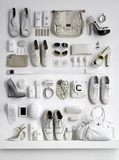 Stuck for the last gifts? There's still Christmas Eve - read this for inspiration! The Ultimate Last-Minute Holiday Gift Guide Flat Lay Photography, Still Life Photography, Shoe Photography, Product Photography, Photography Ideas, Fashion Photography, Mode Pop, Fashion Still Life, Prop Styling