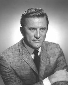 Kirk Douglas Received an Honorary Oscar for his Lifetime in Film Career at the 1996 Ceremonies. Hollywood Men, Golden Age Of Hollywood, Vintage Hollywood, Hollywood Glamour, Hollywood Stars, Classic Hollywood, Hollywood Icons, Kirk Douglas, Cameron Douglas