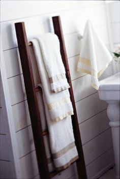 A vintage ladder adds stylish towel storage in this bath. Click for more easy storage and organizing ideas!
