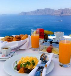 Astarte Santorini luxury Suites is pleased to offer you a package for a gastronomic experience in an exclusive boutique hotel. At Alali Restaurant taste Mediterranean dishes cooked with fresh local products created by the Astarte chef. Breakfast Around The World, Breakfast In Bed, Morning Breakfast, Breakfast Photo, Food N, Good Food, Food And Drink, Mediterranean Dishes, Belle Photo