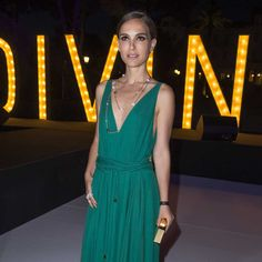 """Natalie Portman arriving at the #deGRISOGONO """"Divine in Cannes"""" party wearing a Boule sutoir-style necklace from @degrisogono #cannes2015 #jewelry #luxury #style"""