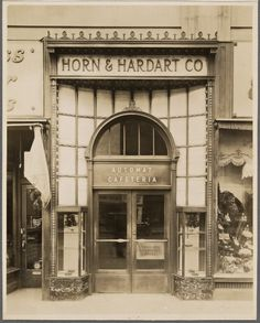 Old 1920s exterior of Macy's automat, 425 Seventh Ave  NYPL catalog ID (B-number) : b15082159